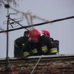 strażacy_dach