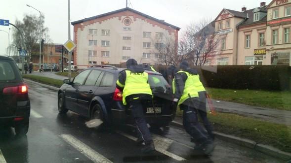 policja pomaga