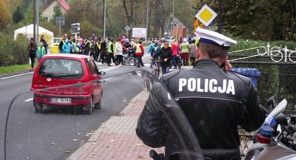 policja przejscie dla pieszych blokada