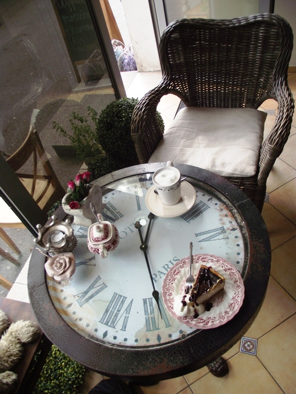 szugar bejb cafe stolik