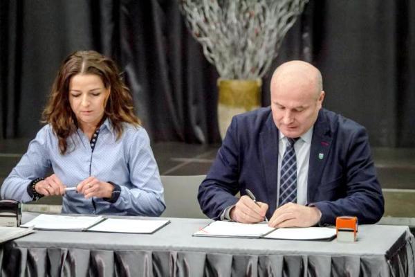 podpisanie umowy czarny bor