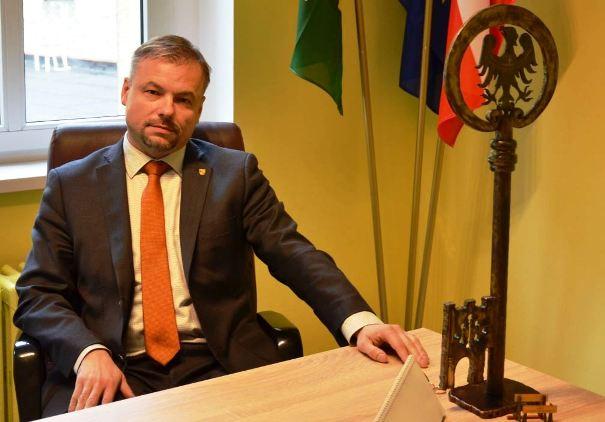 Jacek Cichura w gabinecie